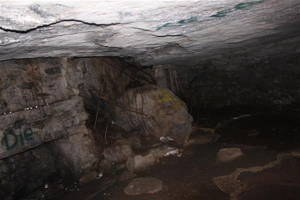 Black Cat Cave entraince boulders