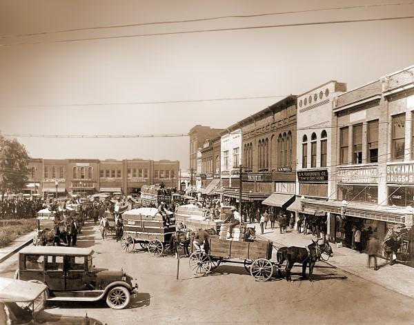 The north side of the Murfreesboro Public Square in 1923.