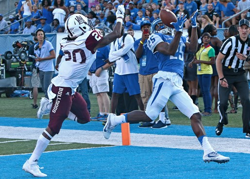 Desmond Anderson hauls in a catch for a score. Photos courtesy goblueraiders.com.